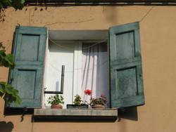 finestra di uno degli appartamenti di Trama