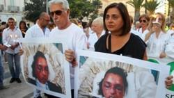 Il 7 giugno Luigi Alfarano, 50 anni, dipendente amministrativo dell'Associazione nazionale tumori, ha ucciso a Taranto la moglie trentenne Federica De Luca e il figlio di quattro anni, poi si è ammazzato. L'uomo non accettava la fine del rapporto e la separazione, che doveva essere formalizzata proprio quel pomeriggio dagli avvocati. Esattamente un mese dopo l'Avo, associazione volontari ospedalieri, di cui fa parte Rita, la mamma della vittima, ha organizzato una fiaccolata per ricordare la giovane mamma e il bambino. Ad aprire il corteo c'erano i genitori di Federica con la foto del cadavere della figlia, scattata in obitorio poche ore dopo il delitto, con evidenti segni delle percosse subite dalla donna prima di essere strangolata o soffocata con un cuscino: «E' un monito per tutti. La nostra vita è finita il 7 giugno» hanno detto