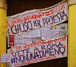 portone di Trama di Terre chiuso per protesta il 25 novembre